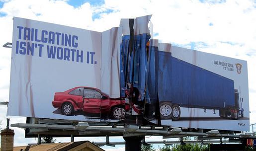 24. Öndeki arabanın dibine girmeye değmez.