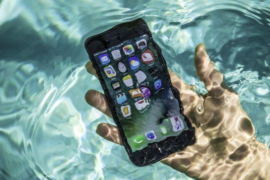 Suya düşürülen cep telefonu nasıl kurtarılır?